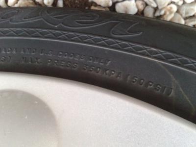Indications de pression sur un pneu